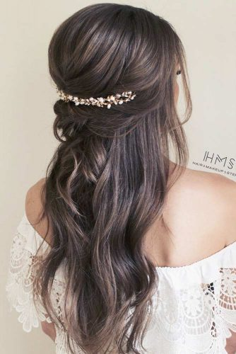 Messy Accessorized Half Up Hairstyles For Long Hair #hairstylesforlonghair #christmashairstyles #hairstyles #halfuphairstyles