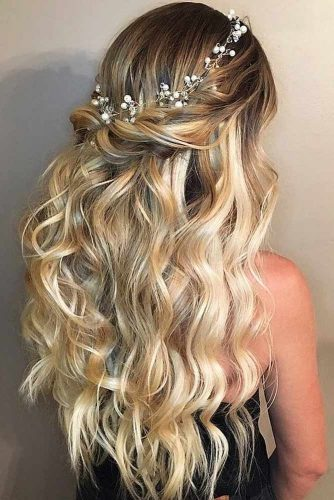 Wavy Messy Accessorized Half Up Hairstyles For Long Hair #hairstylesforlonghair #christmashairstyles #hairstyles #halfuphairstyles