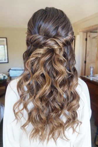 Wavy Amazing Twisted Hairstyles For Long Hair #hairstylesforlonghair #christmashairstyles #hairstyles #halfuphairstyles