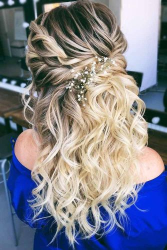 Twisted Accessorized Party Hairstyles For Wavy Hair #hairstylesforwavyhair #christmashairstyles #hairstyles #wavyhair