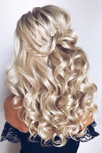 Half Up Accessorized Party Hairstyles For Wavy Hair #hairstylesforwavyhair #christmashairstyles #hairstyles #wavyhair