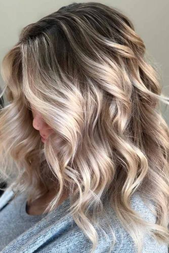 Middle Parted Wonderful Long Hairstyles For Wavy Hair #hairstylesforwavyhair #christmashairstyles #hairstyles #longhair #wavyhair