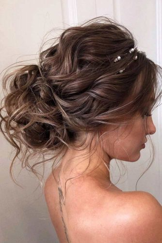 Brown Updo Hairstyles For Wavy Hair #hairstylesforwavyhair #christmashairstyles #hairstyles #wavyhair