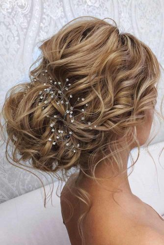 Accessorized Updo Hairstyles For Wavy Hair #hairstylesforwavyhair #christmashairstyles #hairstyles #wavyhair