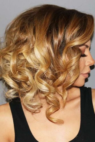 Wavy Bob Haircut with Dark Blonde Hair Color picture1