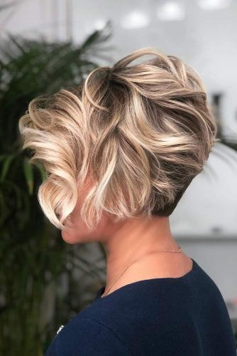 Wavy Long Pixie With Blonde Highlights #shorthaircuts #shorthairstyles #shorthair #haircuts