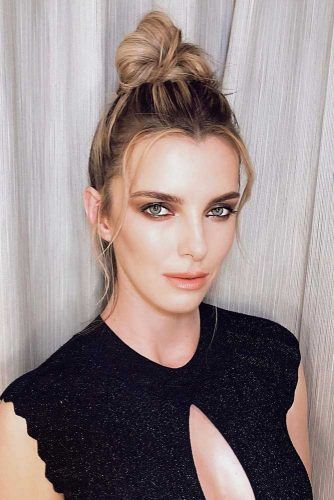 Blonde Classic Top Knot Hairstyle #topknothairstyles #hairstyles