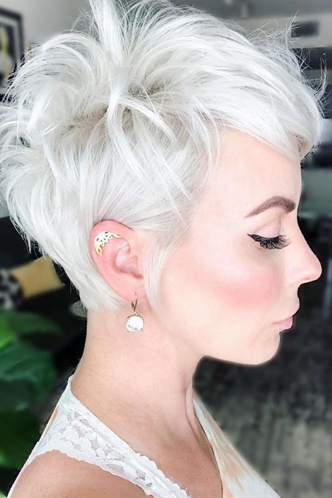 Side Swept Platinum Blonde Pixie #pixiecut #haircuts #longpixie #blondehair