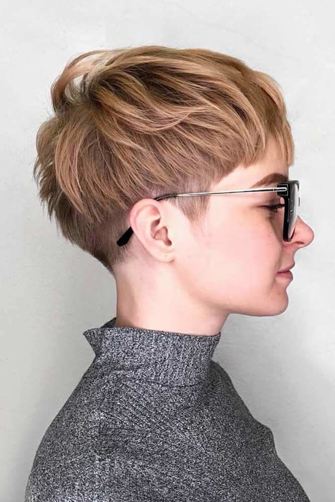 A Layered Short Haircut #pixiecut #haircuts