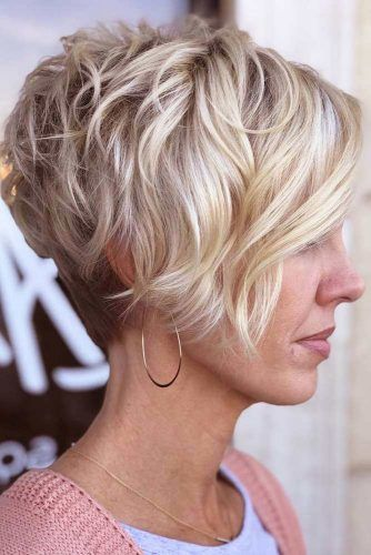 Messy Layered Pixie With Long Side Bangs #pixiecut #haircuts