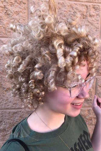 Blonde Pearly Curls #shortcurlyhairstyles #curlyhairstyles #hairstyles