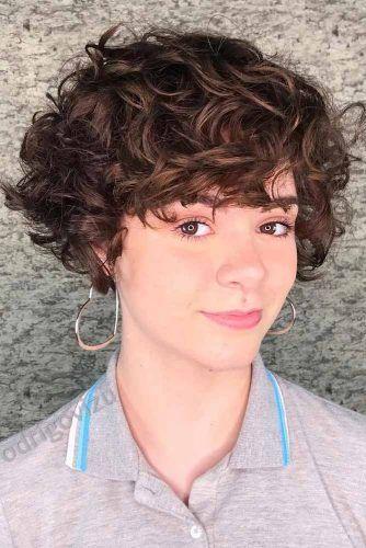 Messy Short Curls #shortcurlyhairstyles #curlyhairstyles #hairstyles