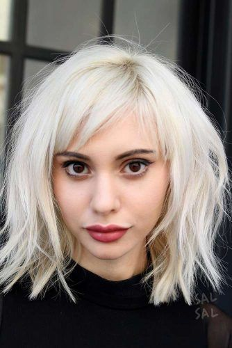 Messy Lob With Side Fringe #haircutswithbangs #haircuts #mediumhaircut #icyblondehair #layeredhair