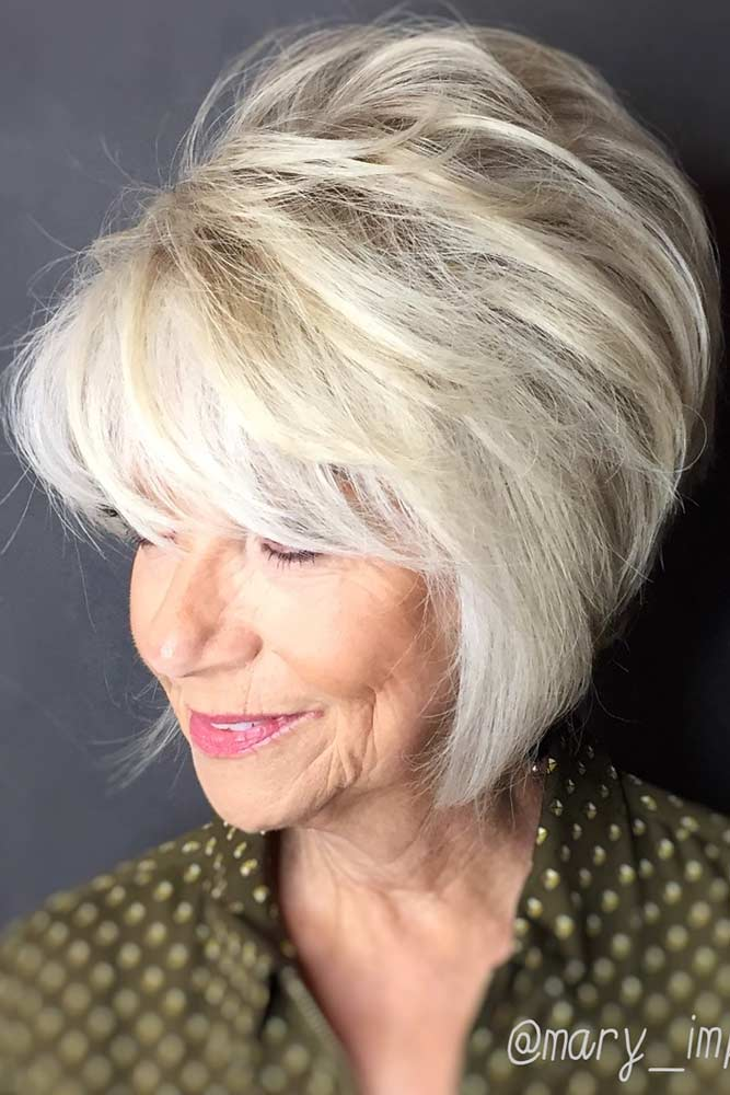 Soft Blonde Chin Length Hairstyle #hairstylesforwomenover50 #shorthaircutsforwomenover50 #haircuts #bobhaircut #layeredhair
