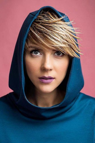 Edgy Pixie Haircut With Side Swept Bangs #sidesweptbangs #pixiecut #haircuts