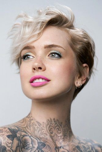 Wavy Pixie Haircut With Side Swept Bangs #sidesweptbangs #pixiecut #haircuts