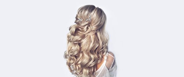 18 Christmas Party Hairstyles For Wavy Hair