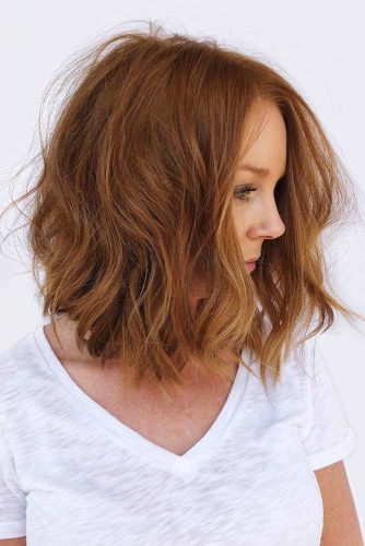 Middle Parted & Wavy Shoulder-Length Hair #hairstylesforroundfaces #hairstyles #faceshapes #bobhairstyles