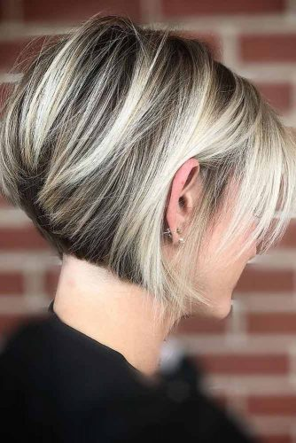 Short Bob With Side Swept Bangs #hairstylesforroundfaces #hairstyles #faceshapes #bobhairstyles