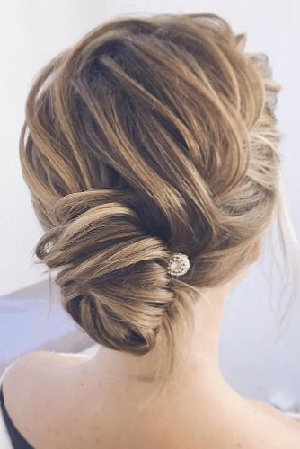 Pretty Medium Hairstyles for Valentines Day picture3