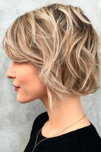 Lovely and Easy Hairstyles for Short Wavy Hair picture 1
