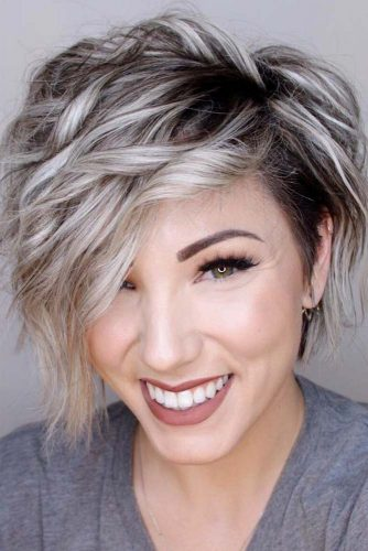 Wavy Pixie For Blonde Girls With Grey Highlights #shorthairstyles #hairstyles #wavyhair #pixiehaircut #greyhighlights