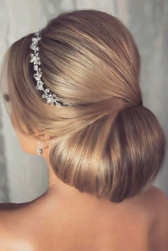 Chignon Updo Blonde #longhair #updos