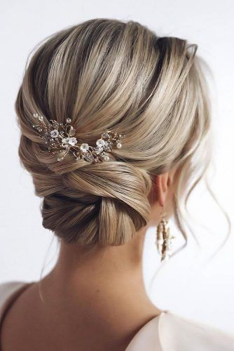 Updo Hairstyles With Accessories Bun #updo #longhair