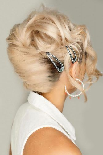 Updo Hairstyles With Accessories Twist #updo #longhair