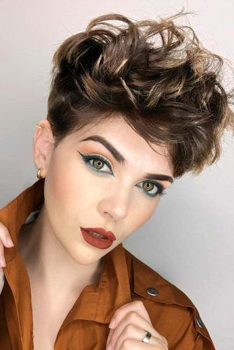 Messy Pixie Hairstyles #hairstyles #thickhair #hairtype #pixiehairstyles