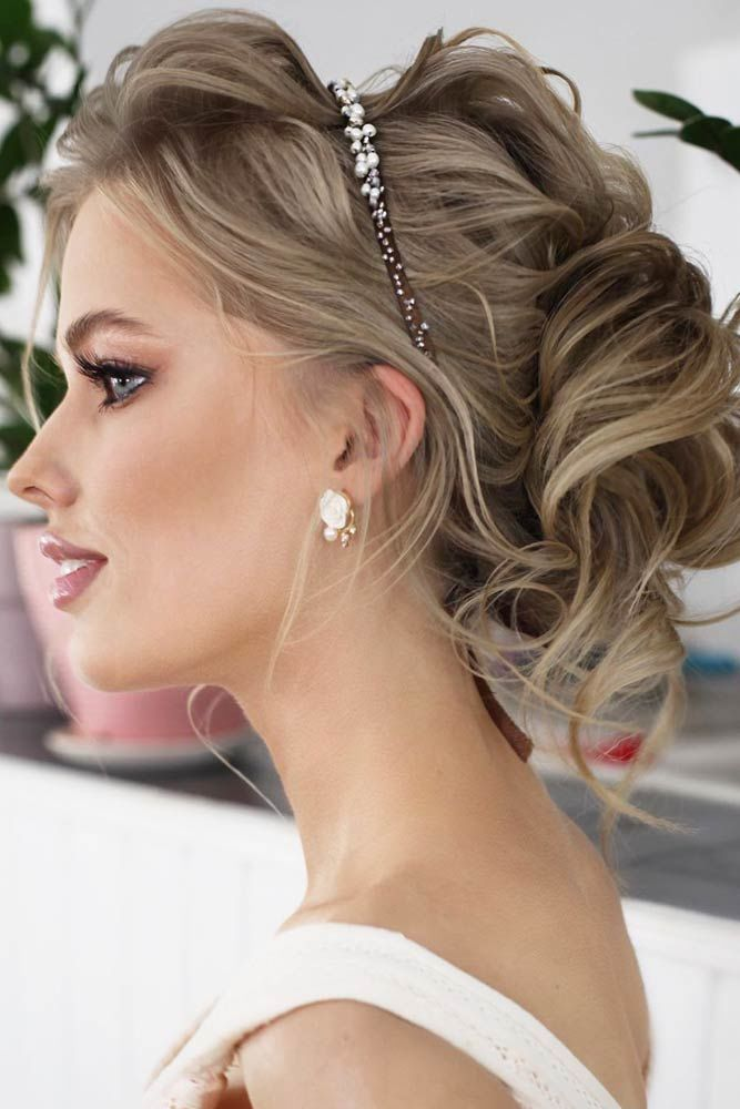 Updo With Headband Hairstyles For Thin Hair #thinhair #hairtypes