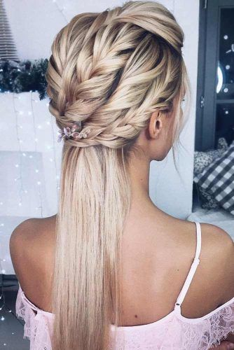 Twisted Half Up Hairstyle With Accessories #hairstylesforthinhair #hairstyles #thinhair #hairtype #halfuphairstyle