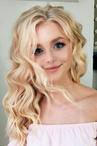 Middle Part Wavy Long Hair #hairstylesforthinhair #hairstyles #thinhair #hairtype #longhair