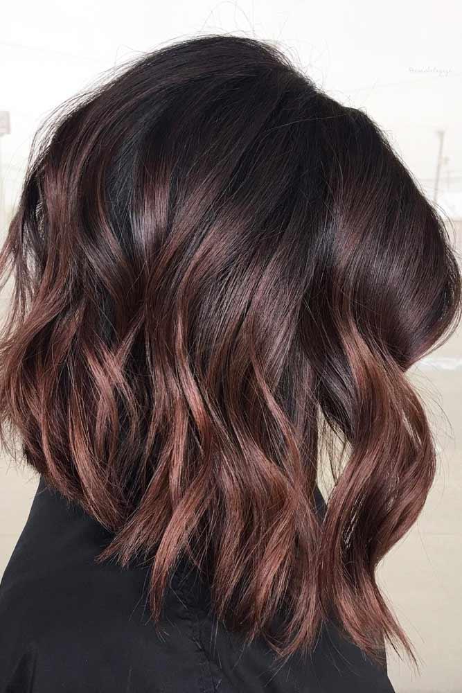 Middle Parted Stylish Textured Wavy Long Bobs #bobhaircut #stackedbob #haircuts #mediumhair #wavyhair