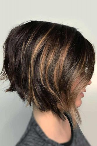 Inverted Bob Hairstyle #bobhaircuts #haircuts #invertedbob #shortbob #caramelhighlights