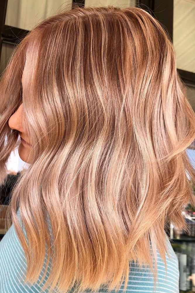 A line Lob With Peach Champagne Highlights #mediumhair #lobhaircut