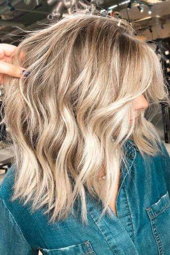 Messy Wavy Medium Hairstyle #mediumlengthhairstyles #mediumhair #thickhair #longbob