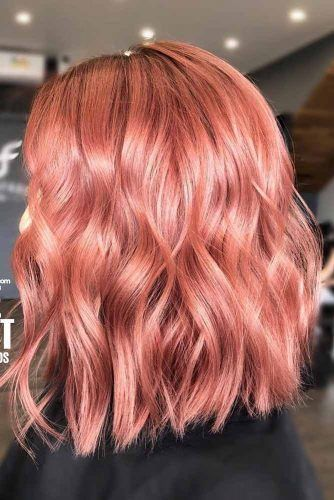 Wavy Medium Hairstyle With Middle Part #mediumlengthhairstyles #mediumhair #thickhair #longbob