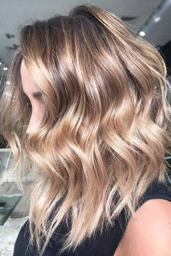Trendy Beach Wavy Hairstyles For Blonde Girls #beachhairstyles #wavyhair #mediumlengthhairstyles #longbob #blondehighlights