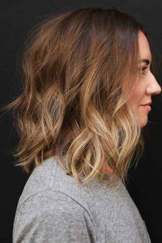 Beach Wavy Medium Length Hairstyles #bob #wavyhair #mediumhair