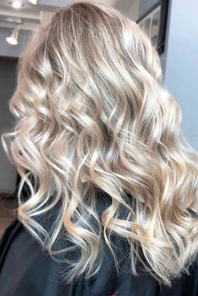 Long Wavy Hairstyles With Glossy Highlights #blondehighlights #hairhighlights