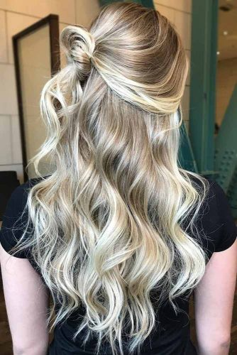 Sleek Wavy Platinum Blonde Highlights