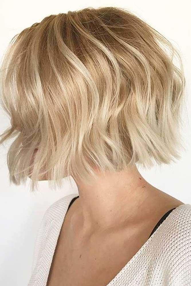Blonde Short Bob With Simple Layers #shorthaircuts #layeredhaircut #haircuts