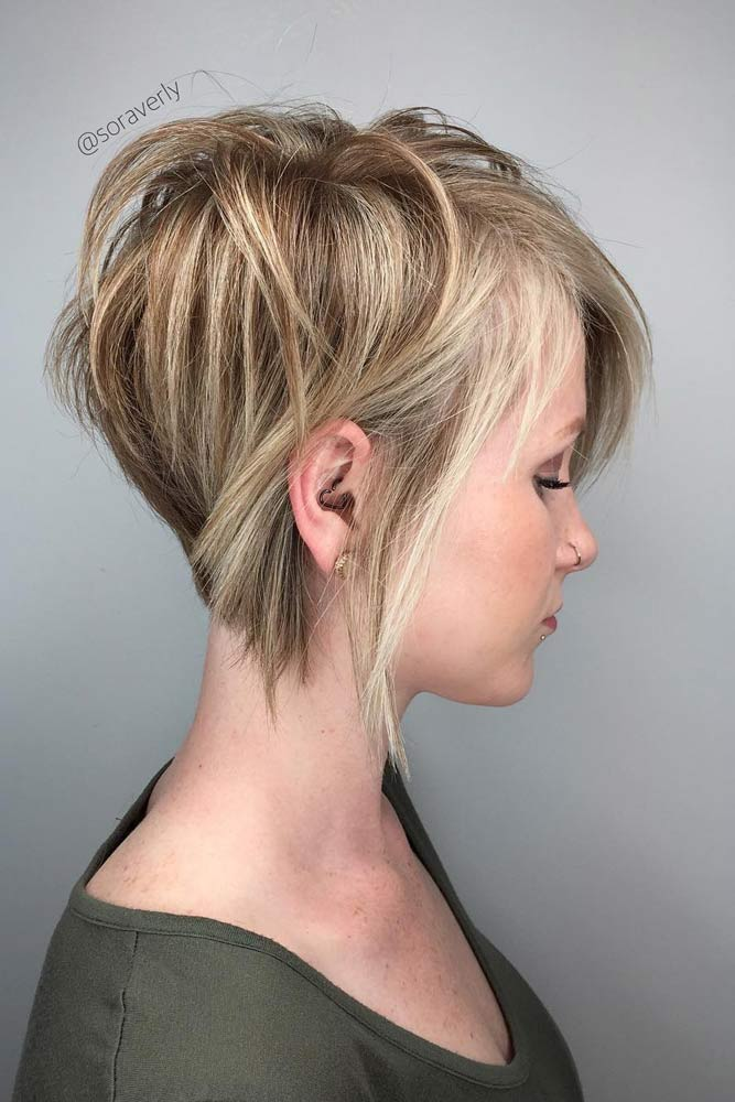 Side Parted Long Pixie Haircut #shorthaircuts #pixiecut #layeredpixie