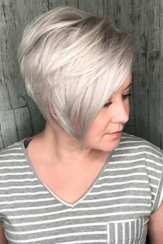 Long Platinum Piie With Side Swept Bang #shorthaircuts #pixiecut #sidebang #platinumblonde