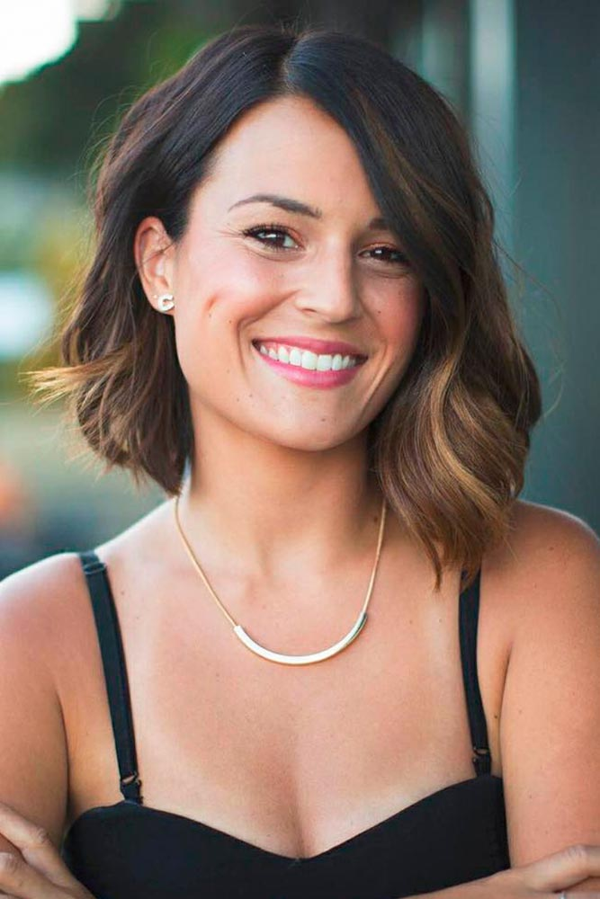 Wavy Bob Hairstyle With Side Part