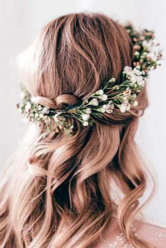 Adorable Hairstyles Crowned with Flowers picture 2