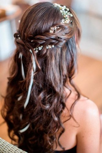 Adorable Hairstyles Crowned with Flowers picture 3