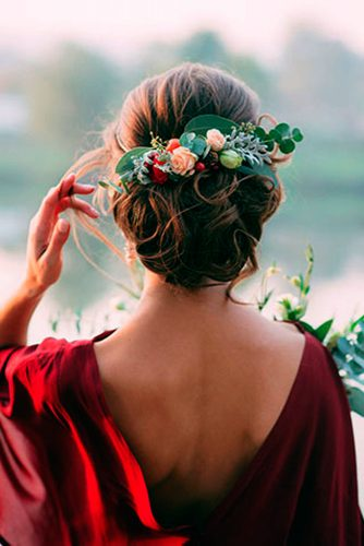 Bridesmaids Hairstyles with Beautiful Roses picture 3