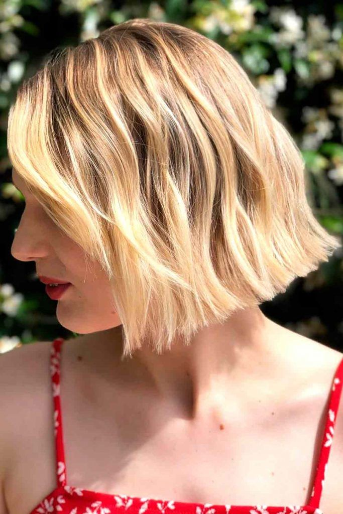 Short Wavy Hairstyle Cut For Long Faces